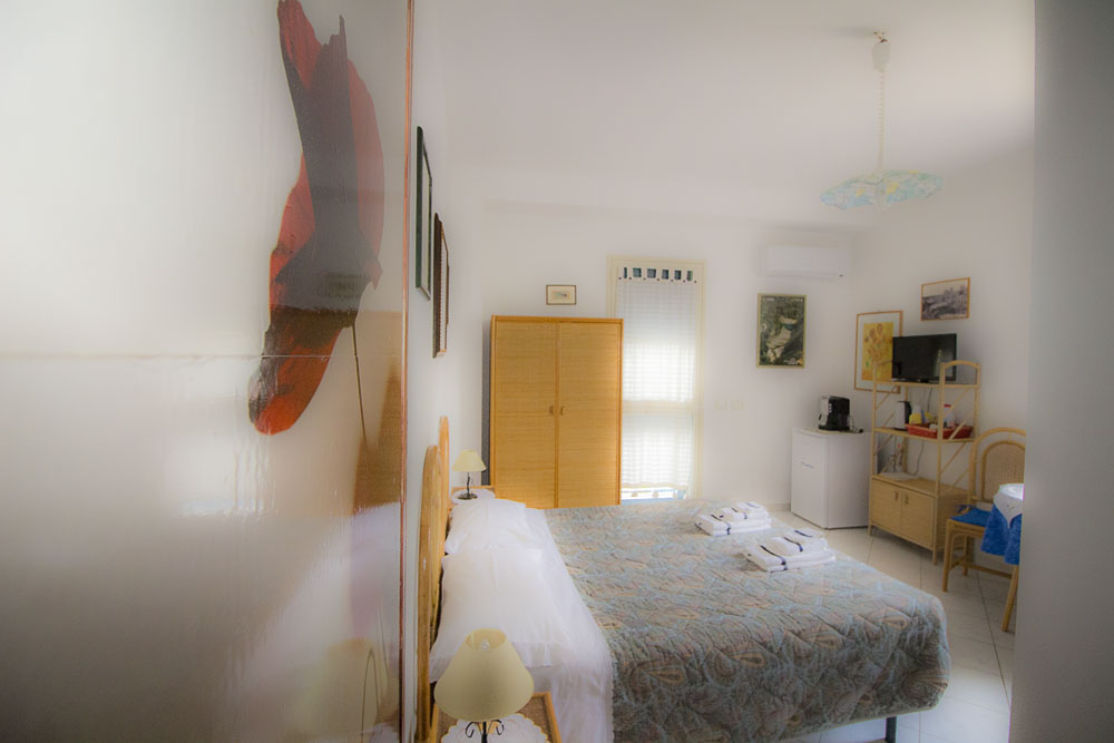 Sirena_camere_a_noto_marina_monolocale_Noto Sole di Sicilia_ casa vacanze_noto_marina_calabernardo_sicily holydays_2_3